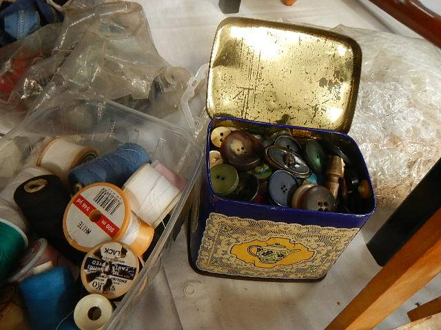 A mixed lot of needlework items. - Image 3 of 4