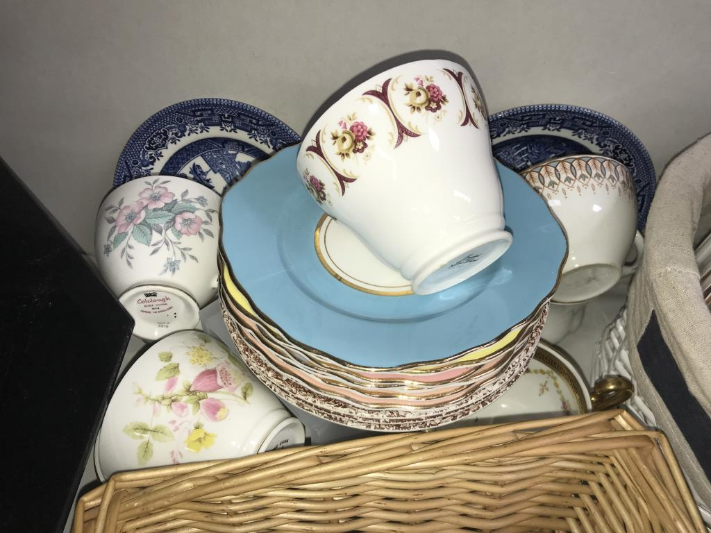 In excess of 170 pieces of crockery, plates, saucers and cups, - Image 3 of 7
