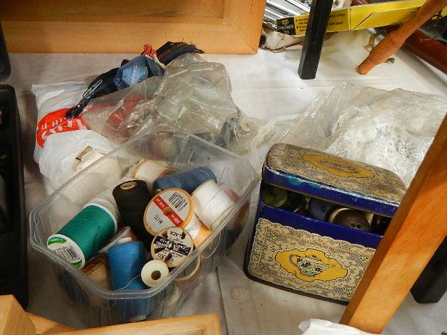 A mixed lot of needlework items. - Image 2 of 4