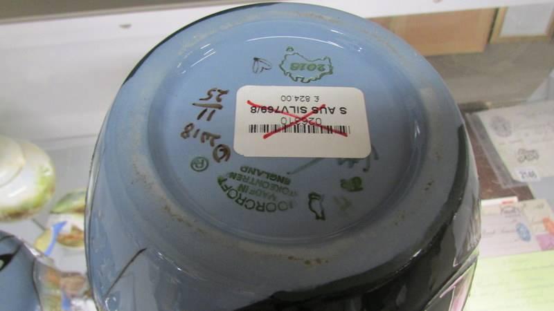 A Moorcroft silver gulls 769/8 limited edition Spirit of Australia ginger jar, 11 0f 25. - Image 4 of 4