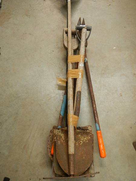 A quantity of garden tools. - Image 2 of 4
