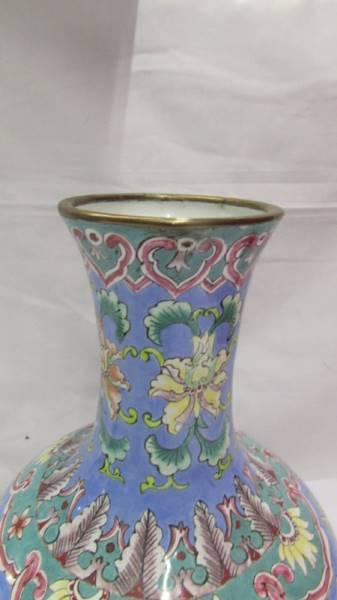 A Peking enamel vase, 19th century in late Ming style. - Image 4 of 4