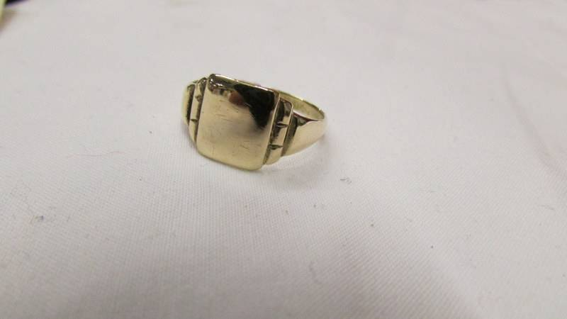 A 9ct gold stamped art deco signet ring. - Image 2 of 2