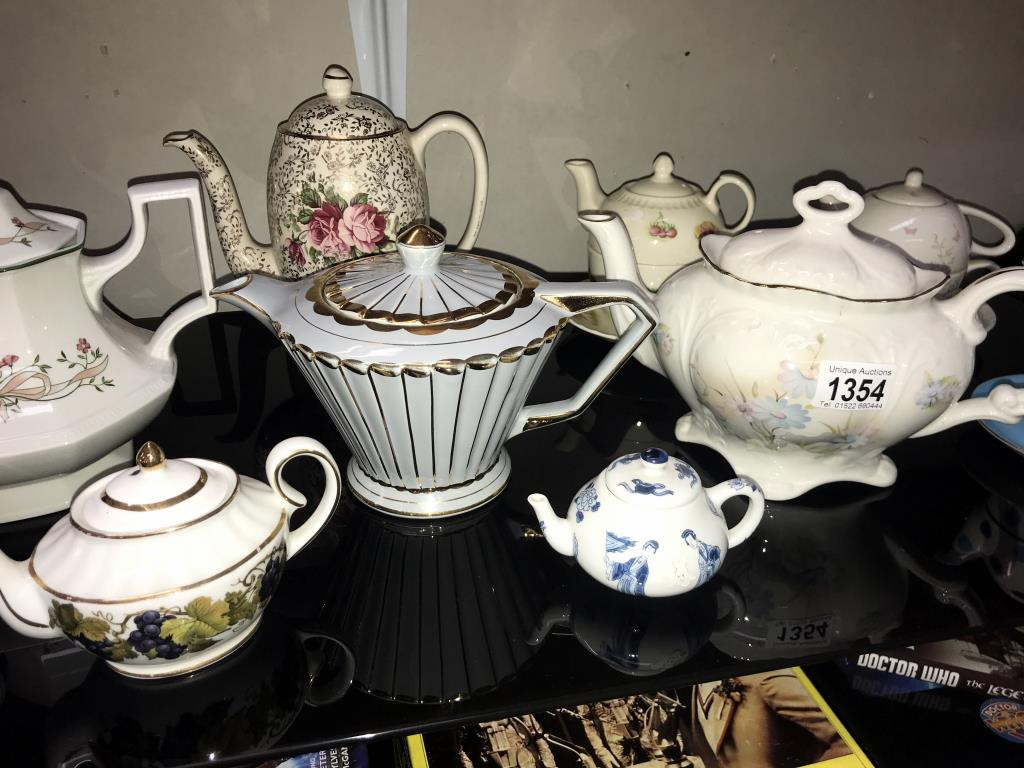 A good selection of pottery & porcelain teapots - Image 3 of 4