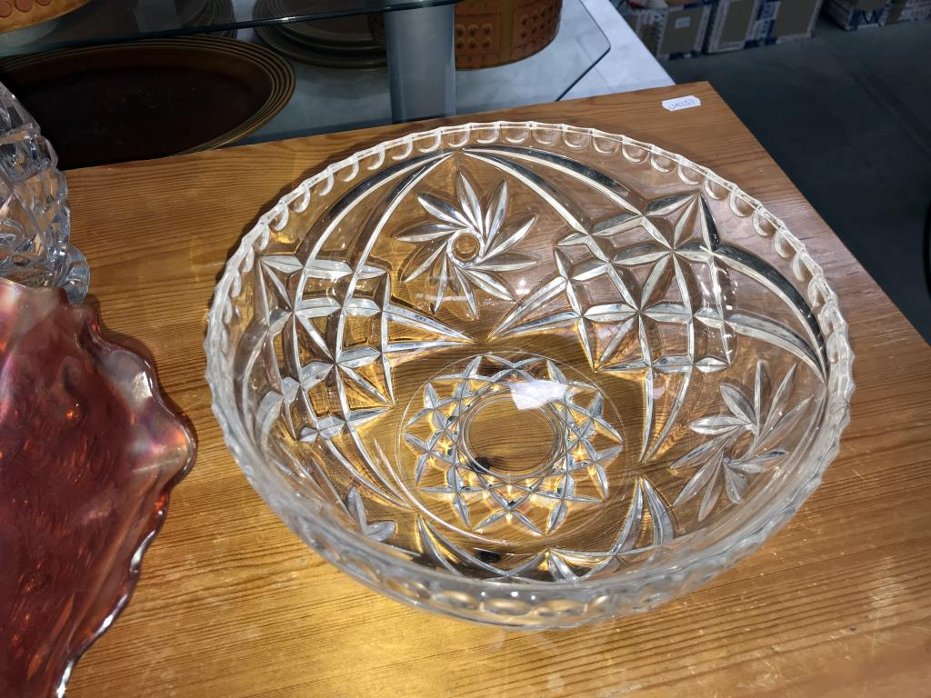 A carnival glass bowl, - Image 4 of 5
