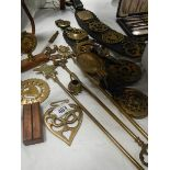 A mixed lot of brass ware including toasting forks.