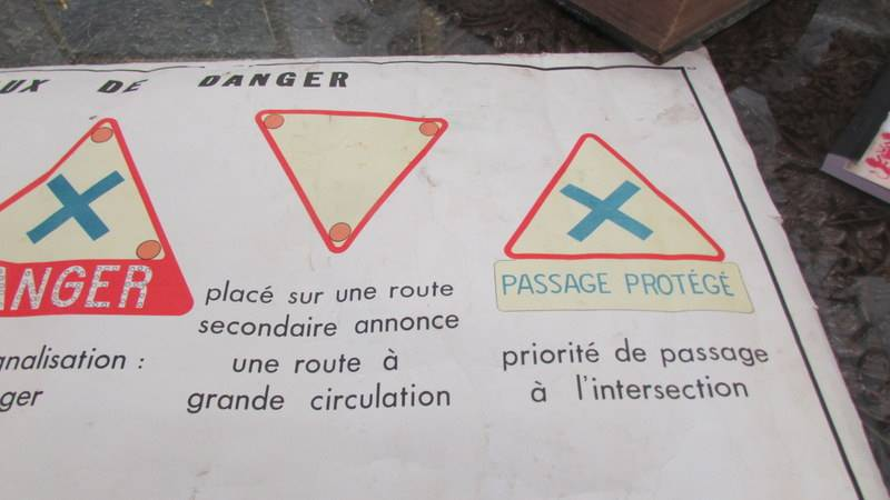 """A mid century French double sided class room poster """"Signeaux de Danger"""". - Image 3 of 7"""
