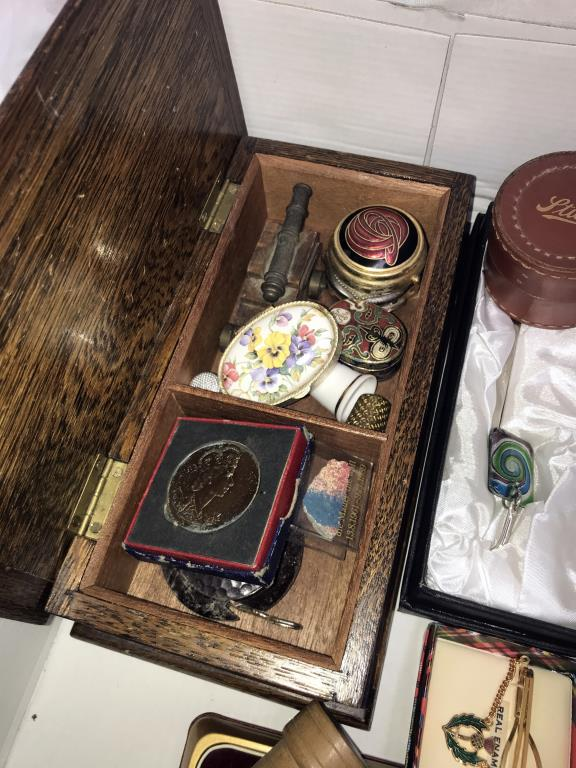 A box of miscellaneous including pill boxes, tie clips, - Image 4 of 4