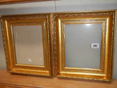A good pair of gilded picture framed with glass. 32 x 37 cm.