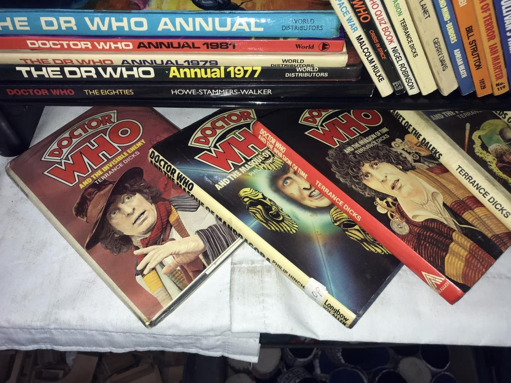 A good lot of vintage & modern Dr Who books, - Image 9 of 11