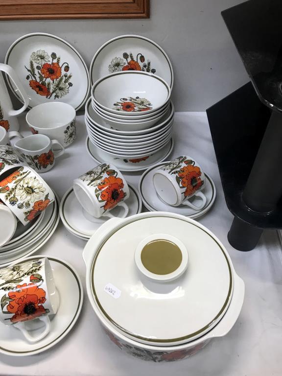 A large lot of vintage J & G Meakin poppy pattern crockery, - Image 4 of 4