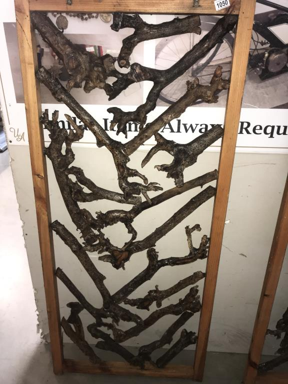 A pair of rustic room dividers, - Image 2 of 3