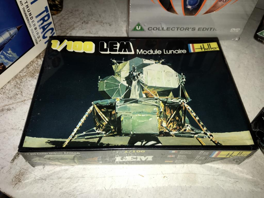 A Scott Tracy model kit, 2 Heller 1/100 Lunar models, - Image 3 of 6