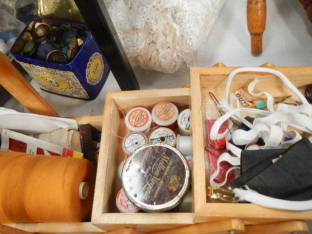 A mixed lot of needlework items. - Image 4 of 4