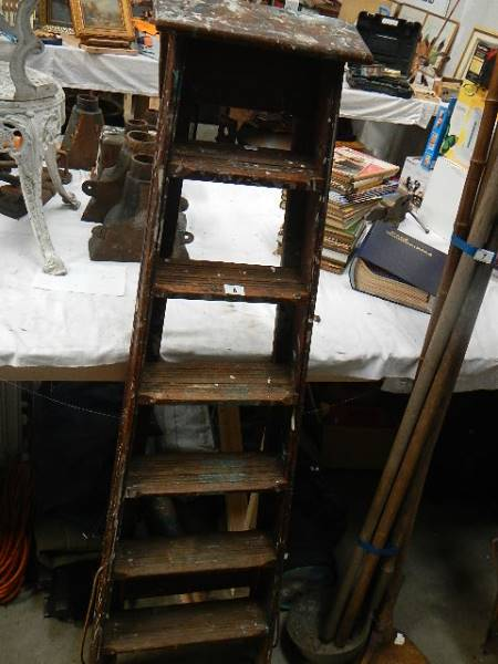 An old wooden step ladder. - Image 3 of 3
