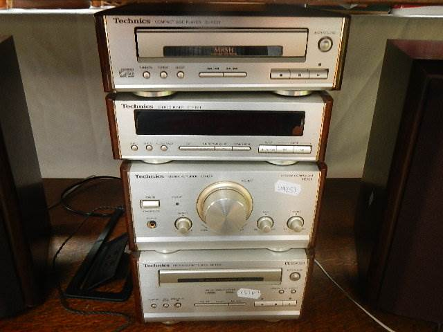 A Technics mini audio separate system with speakers. - Image 2 of 2