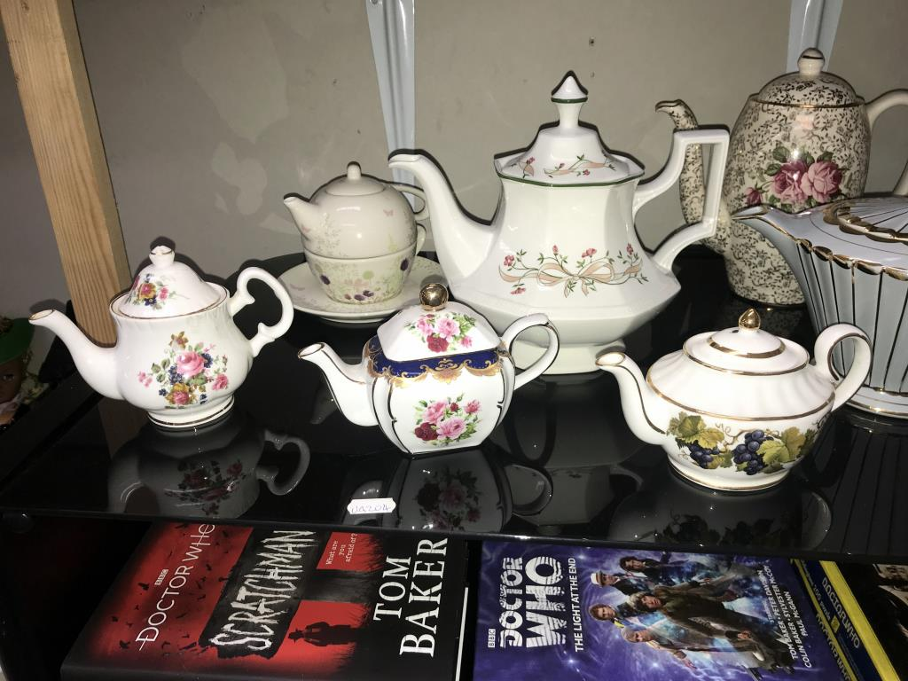 A good selection of pottery & porcelain teapots - Image 2 of 4