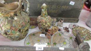 A mixed lot of glass ornaments et.