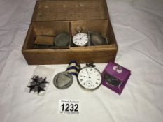 2 silver pocket watches, 1 x Argent,