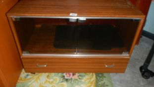 A vintage TV cabinet. (Collect only).