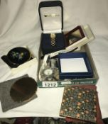 4 powder compacts & a quantity of wristwatches