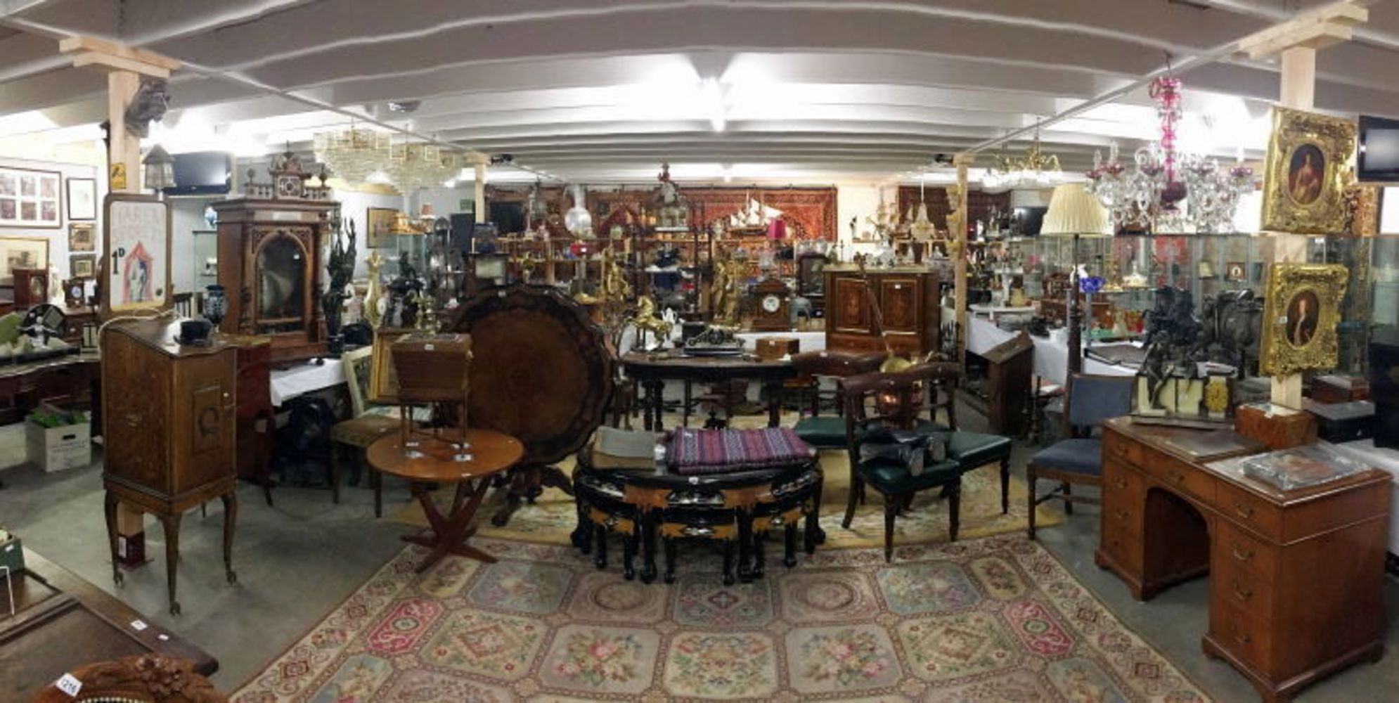 A 3 day Antiques & Collectors including Gold, Jewellery, Silver, Furniture, etc. DUE COVID RESTRICTIONS THIS SALE WILL BE ON LINE BIDDING ONLY.. - Unique Auctions