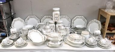 A large quantity of Johnson Brothers dinner service (70+ pieces)