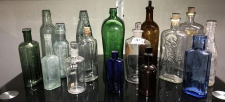 A mixed lot of vintage bottles