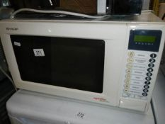 A Sharp Apetito Mikro Fix microwave oven.