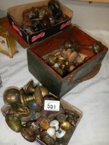 A mixed lot of old brass and other door and drawer knobs.