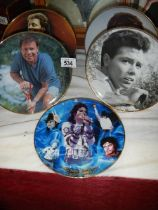 Four Cliff Richard collector's plates and a Michael Jackson plate.
