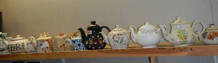 A mixed lot of teapots.