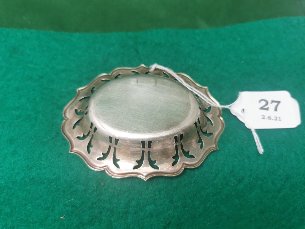 Small Irish Silver Oval Shaped Pin Dish, with pierced border, stamped JMC, with commemorative stamp - Image 2 of 2