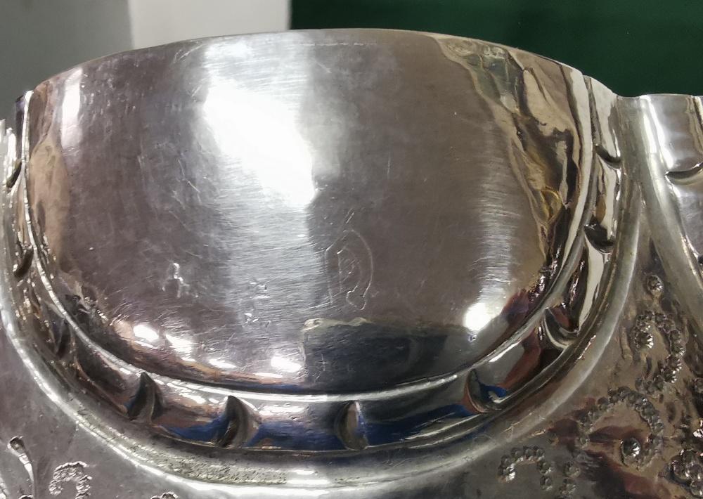 Ornate Silver Fruit Basket, 2 handled, 8 part scalloped rim, 18cm dia, 7cm H, 14 3/4 ozs (420 - Image 7 of 8