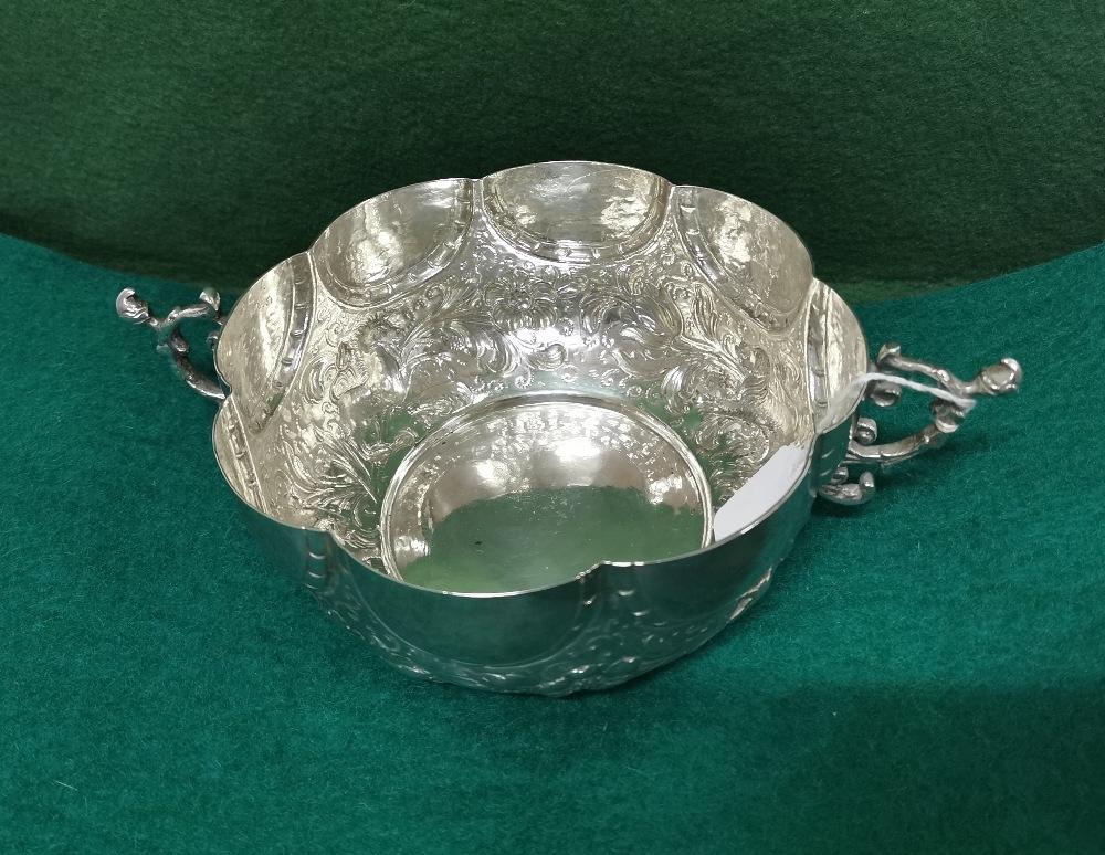 Ornate Silver Fruit Basket, 2 handled, 8 part scalloped rim, 18cm dia, 7cm H, 14 3/4 ozs (420 - Image 3 of 8