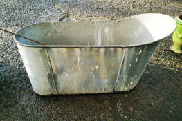 Early 20th C. galvanised slipper bath.
