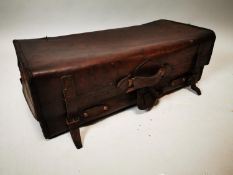Early 20th C. leather holdall.