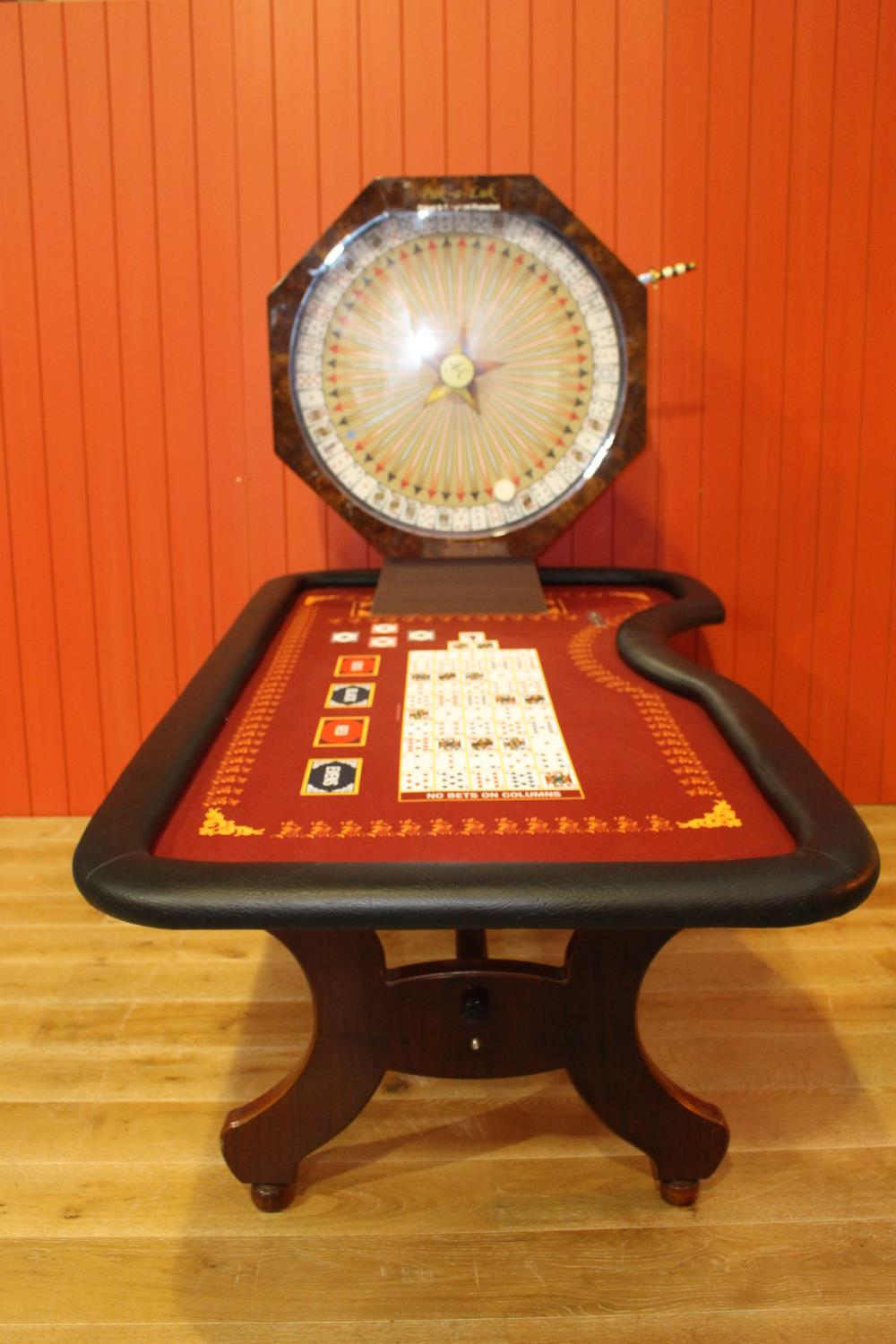 Roulette card table