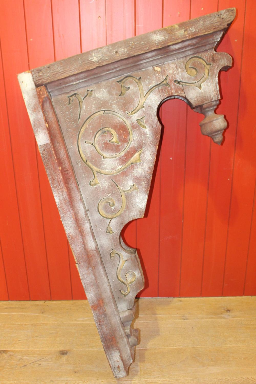 Single carved wooden corbel