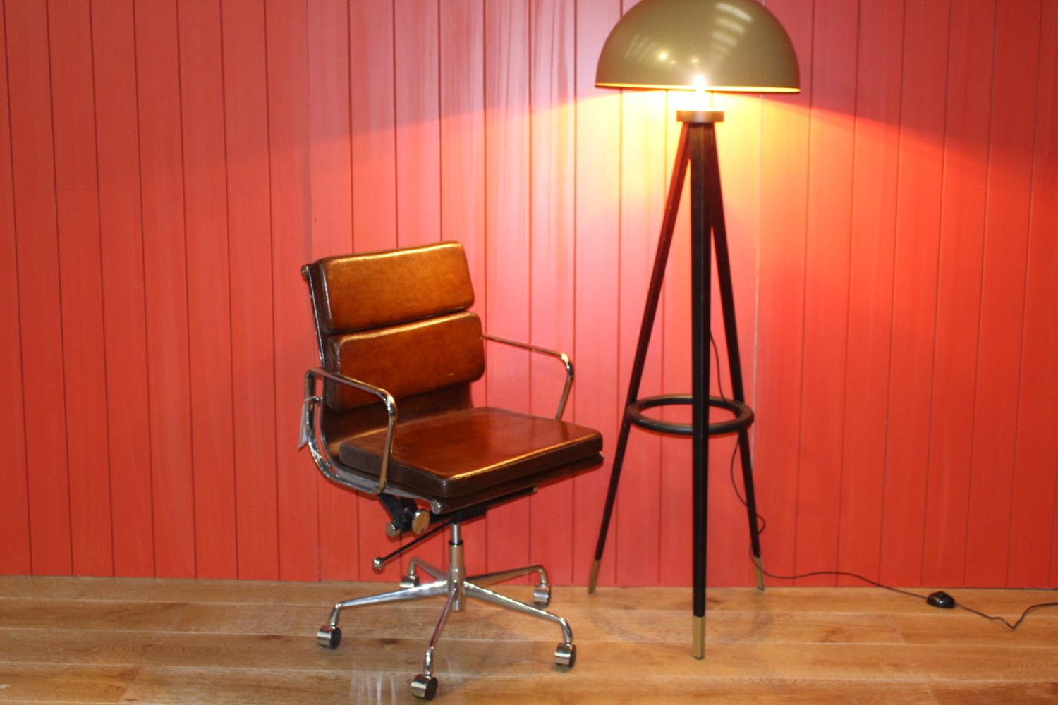 Revolving leather and chrome office chair - Image 2 of 2