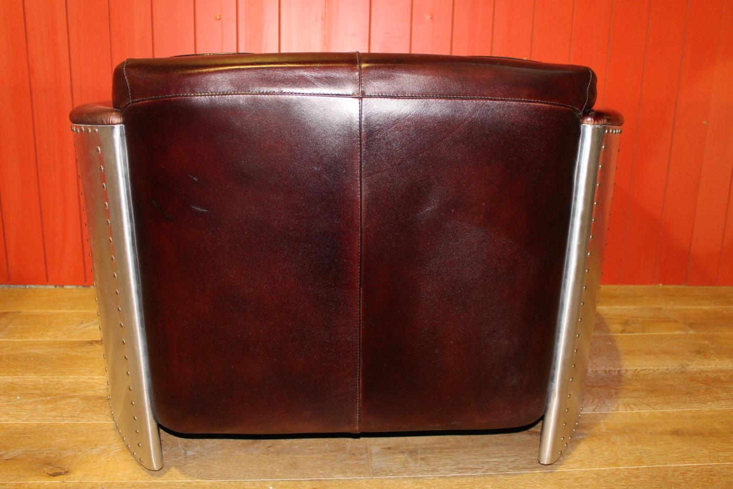 Leather settee - Image 2 of 3