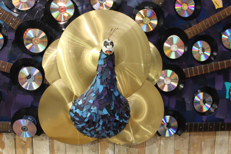 Unusual fan shaped wall art. - Image 2 of 2
