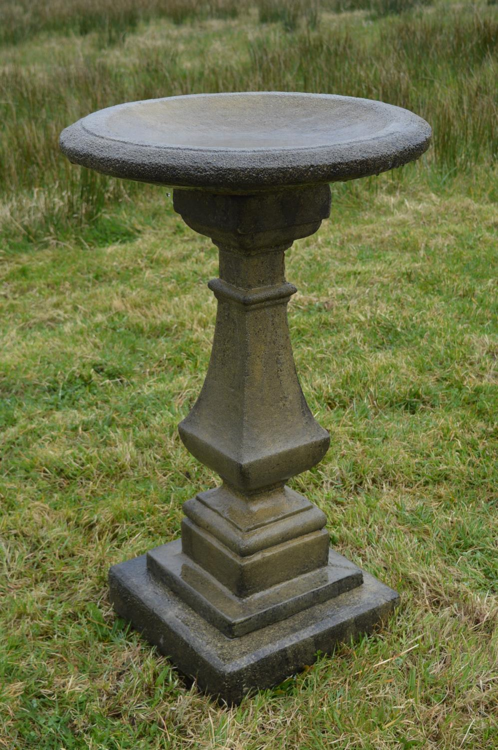 Composition bird bath in the Victorian style. - Image 2 of 2