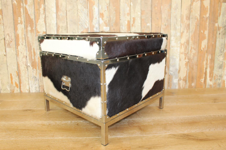 Storage coffee table
