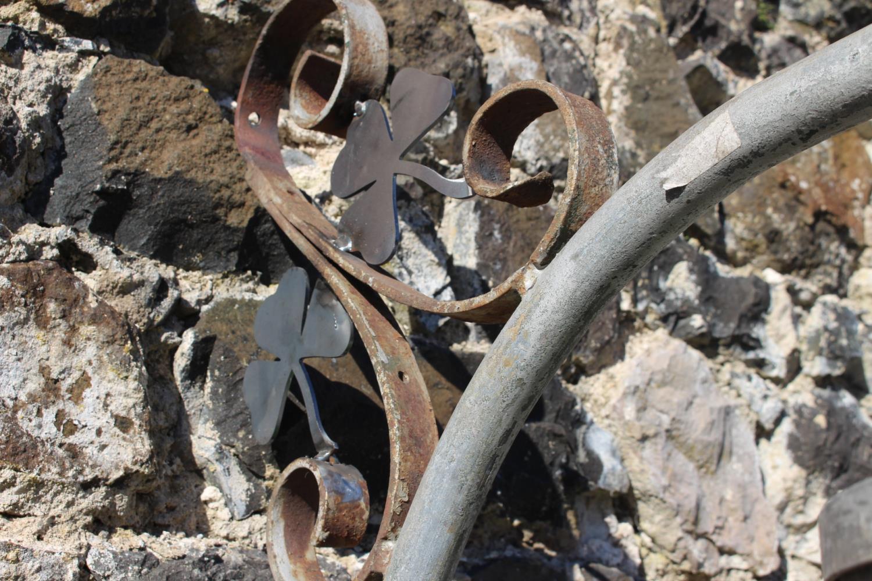 Wrought iron wall light - Image 2 of 2