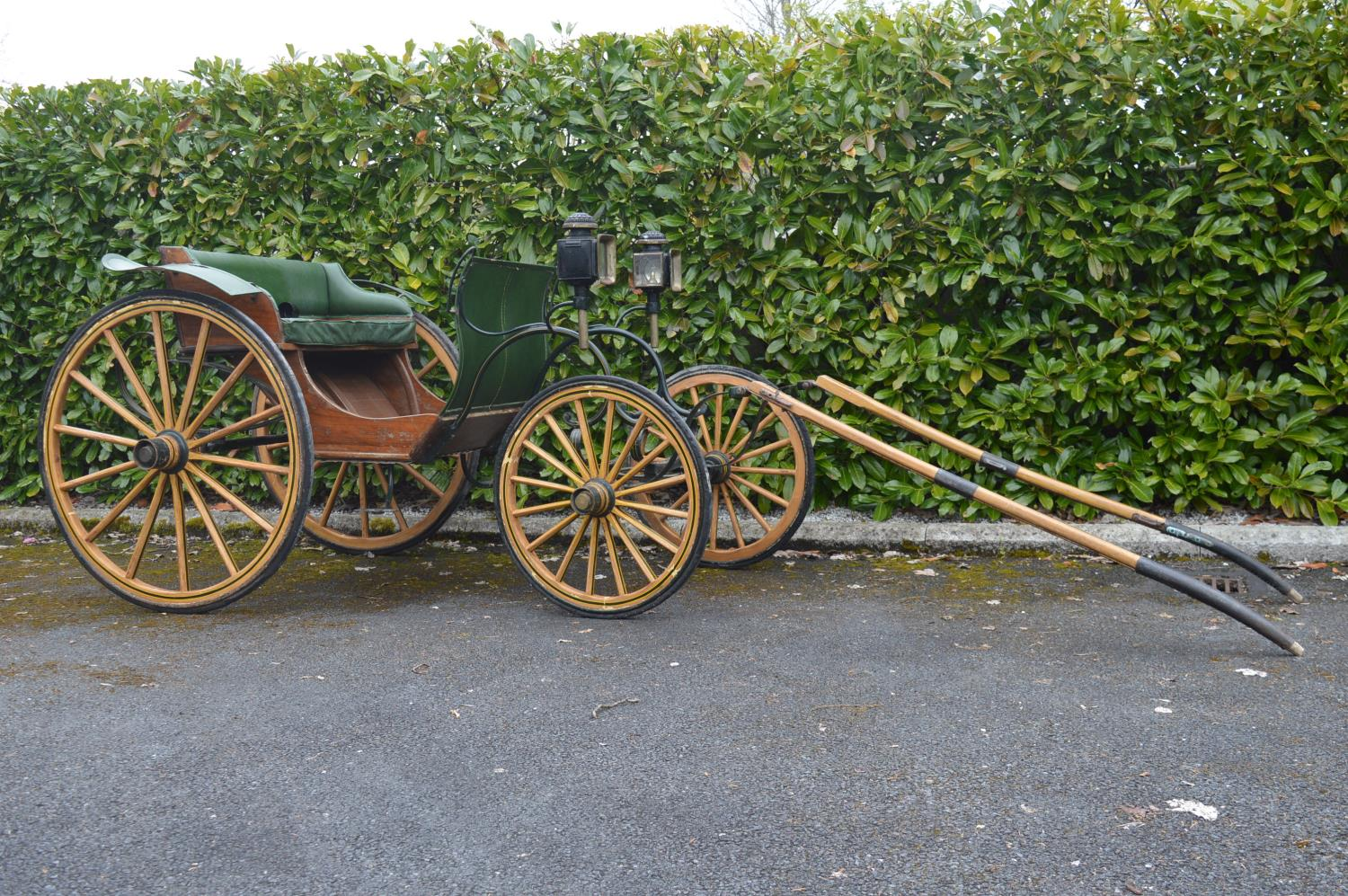 19th C. horse drawn carriage. - Image 2 of 5