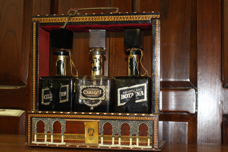 19th C. Inlaid three bottled tantalus - Image 2 of 3