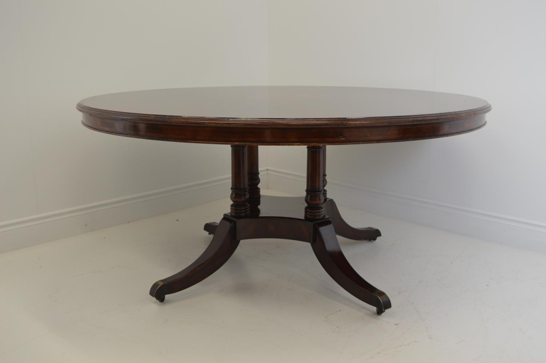 Mahogany circular dining table. - Image 3 of 3
