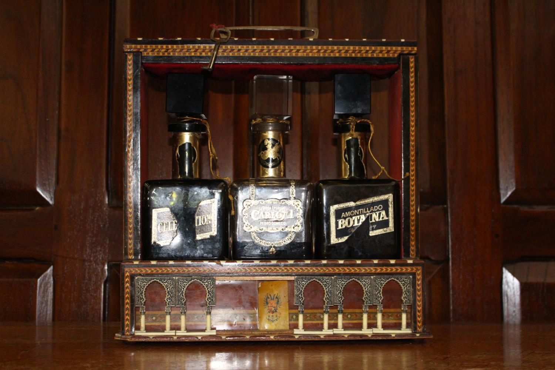 19th C. Inlaid three bottled tantalus - Image 3 of 3