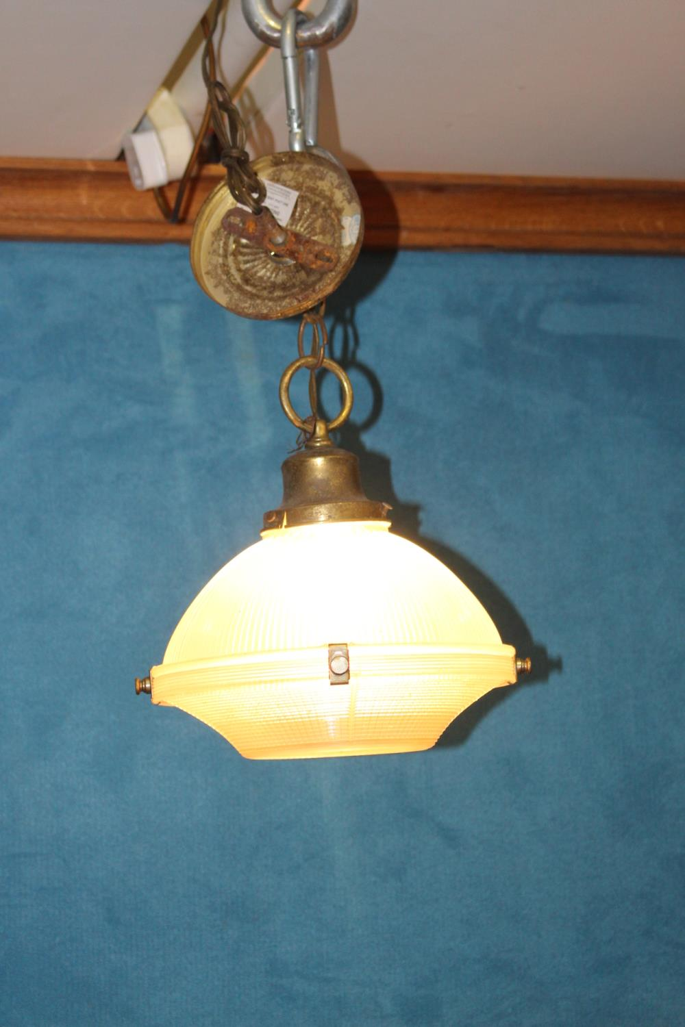Brass hanging ceiling light - Image 2 of 2